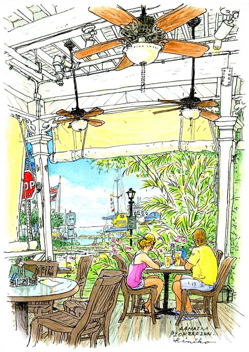 ラハイナ港の正面に建つ100年以上の歴史を誇るマウイ島最古のホテル、パイオニア・イン。大きな開口部の帆布のスクリーンを巻き上げると港の船が見える。白く塗られたノスタルジックな建物にはゆったりと風が通る。Pioneer Inn, Lahaina, Maui