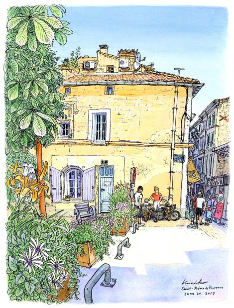 6月の長い午後。観光客が帰り始めた頃、黄色い家から女性が電話をしに出てきました。町が素顔を見せてくれた気がして、ようやくできた日陰に立ってスケッチ。